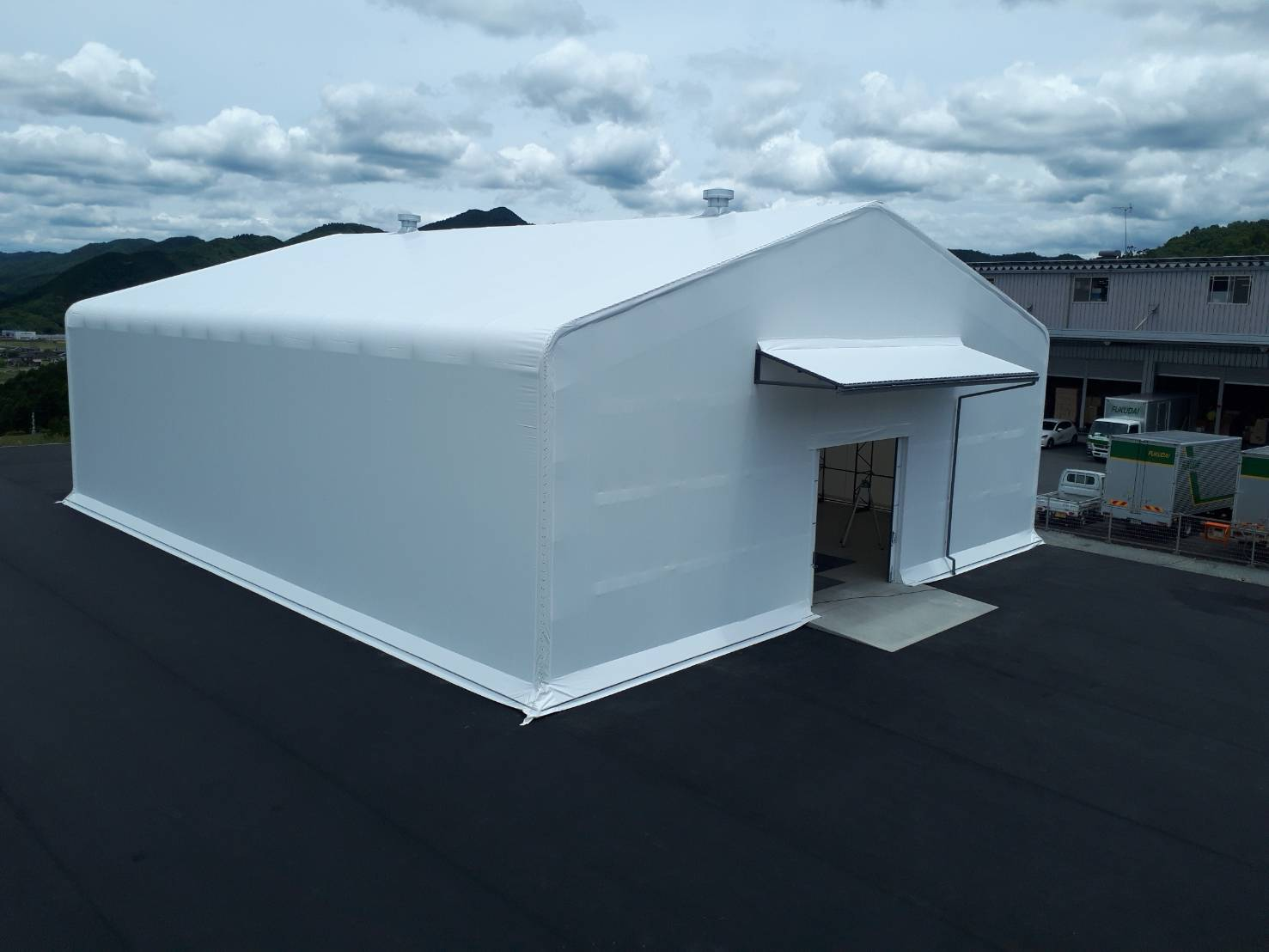 防鳥ネット付きテント倉庫