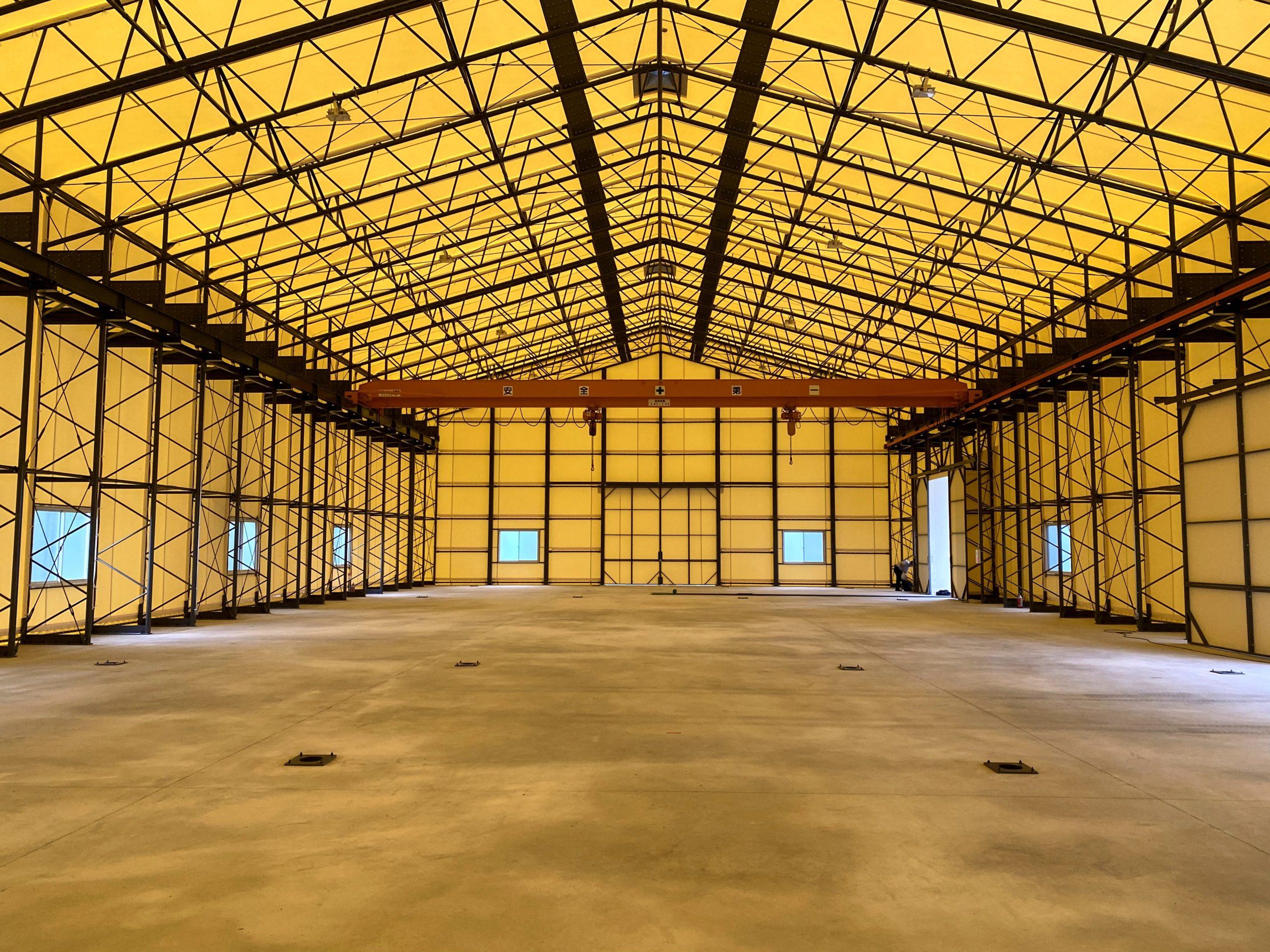 天井クレーン付きテント倉庫