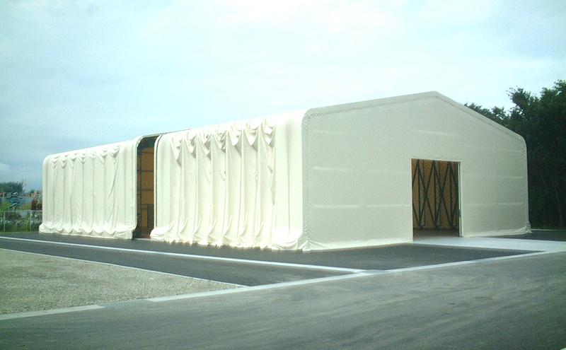 ジャバラ状に伸縮するテント倉庫